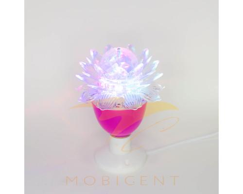 Лампа в виде цветка лилии на подставке создает новогодний свет