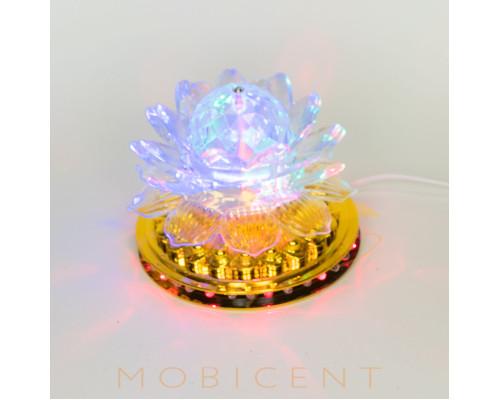 Лампа в виде цветка лилии создает новогодний свет