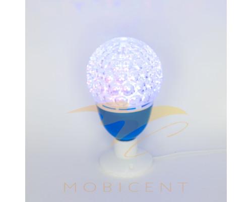 Лампа в виде шара на подставке создает новогодний свет