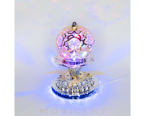 Лампа шар на подставке создает новогодний свет